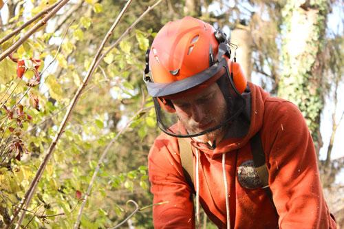 Aaron Althammer mit Helm und Gesichtsschutz